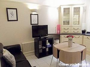 London 2 Bedroom accommodation - living room (LN-1052) photo 2 of 2