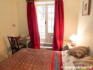 London 2 Bedroom - Duplex accommodation - bedroom 1 (LN-1054) photo 2 of 2