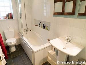 London 2 Bedroom - Duplex accommodation - bathroom (LN-1054) photo 3 of 3