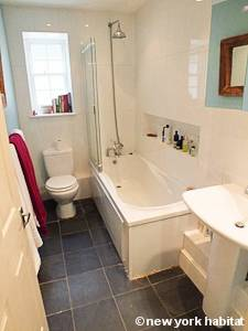 London 2 Bedroom - Duplex accommodation - bathroom (LN-1054) photo 2 of 3