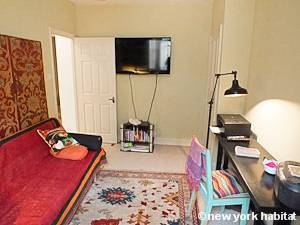 London 2 Bedroom - Duplex accommodation - bedroom 2 (LN-1054) photo 3 of 3