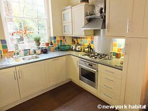 London 2 Bedroom - Duplex accommodation - kitchen (LN-1054) photo 3 of 5