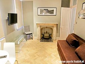 London 2 Bedroom accommodation - living room (LN-1067) photo 1 of 2
