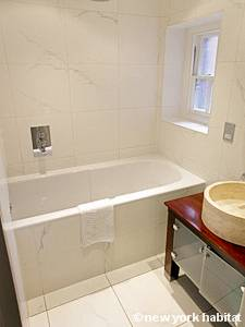 London 2 Bedroom accommodation - bathroom (LN-1067) photo 1 of 1