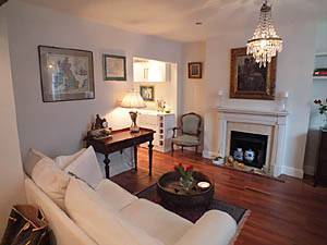 London 2 Bedroom apartment - living room (LN-1075) photo 1 of 4