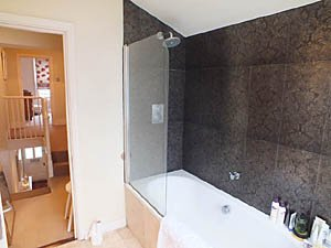 London 2 Bedroom accommodation - bathroom (LN-1085) photo 3 of 4