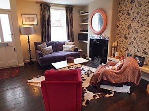 London 2 Bedroom accommodation - living room (LN-1085) photo 2 of 6