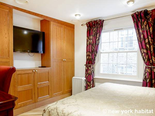 London 2 Bedroom - Duplex accommodation - bedroom 1 (LN-1120) photo 1 of 3