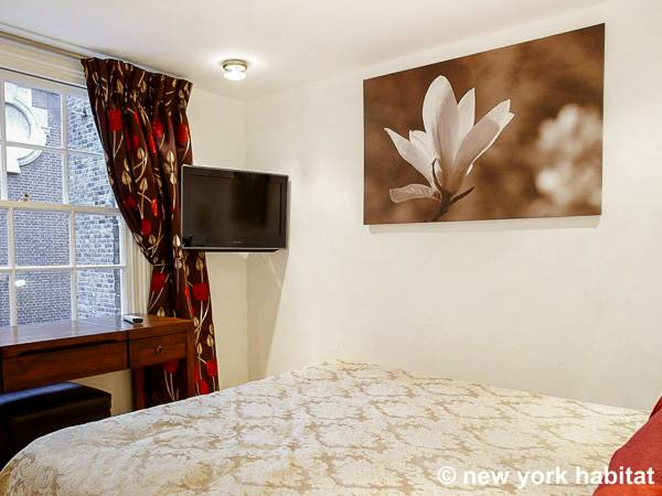London 2 Bedroom - Duplex accommodation - bedroom 1 (LN-1120) photo 2 of 3