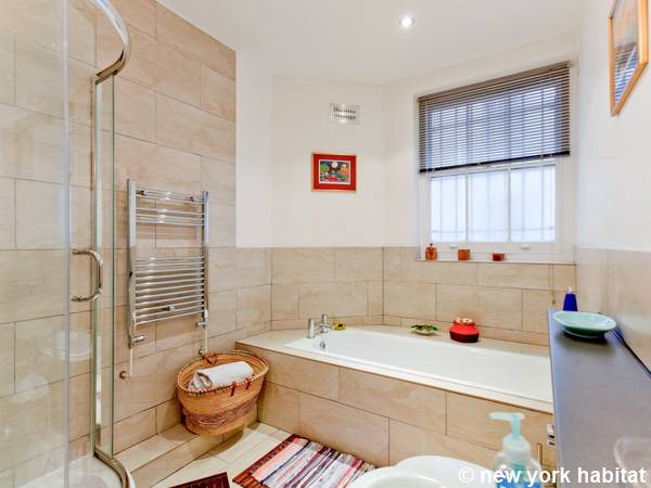 London 2 Bedroom accommodation - bathroom (LN-1126) photo 1 of 3