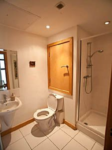 London 2 Bedroom accommodation - bathroom 1 (LN-1130) photo 1 of 1