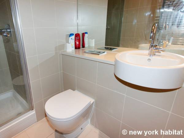 London 2 Bedroom apartment - bathroom 2 (LN-1180) photo 1 of 2
