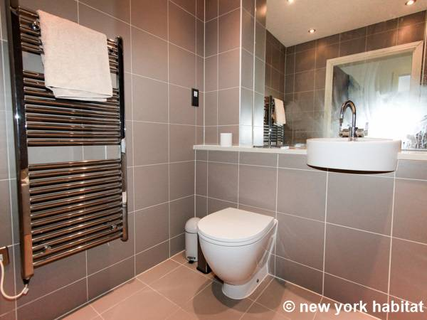 London 2 Bedroom apartment - bathroom 1 (LN-1180) photo 2 of 3