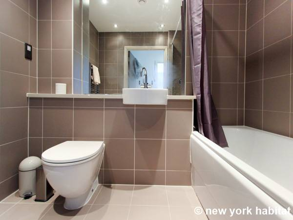 London 2 Bedroom apartment - bathroom 1 (LN-1180) photo 1 of 3