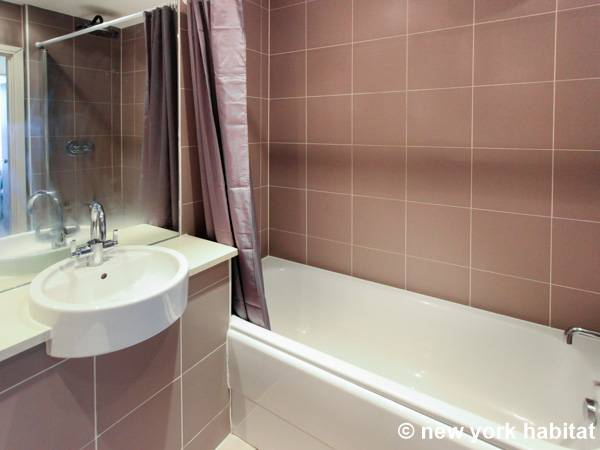 London 2 Bedroom apartment - bathroom 1 (LN-1180) photo 3 of 3