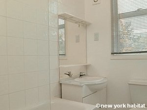 London Studio apartment - bathroom (LN-1183) photo 1 of 1