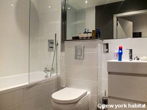 London 1 Bedroom accommodation - bathroom (LN-1201) photo 2 of 4