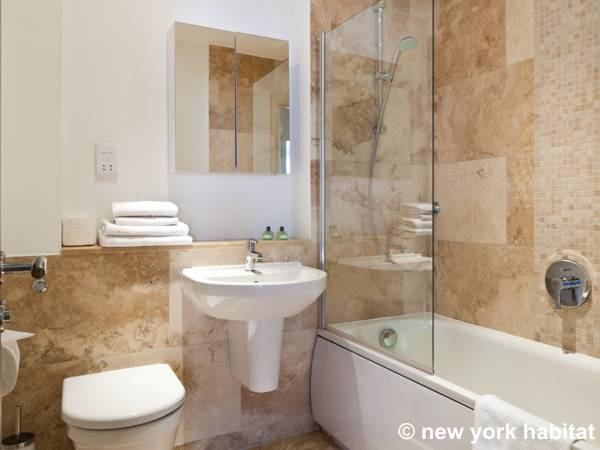 London 3 Bedroom accommodation - bathroom 1 (LN-1261) photo 1 of 2