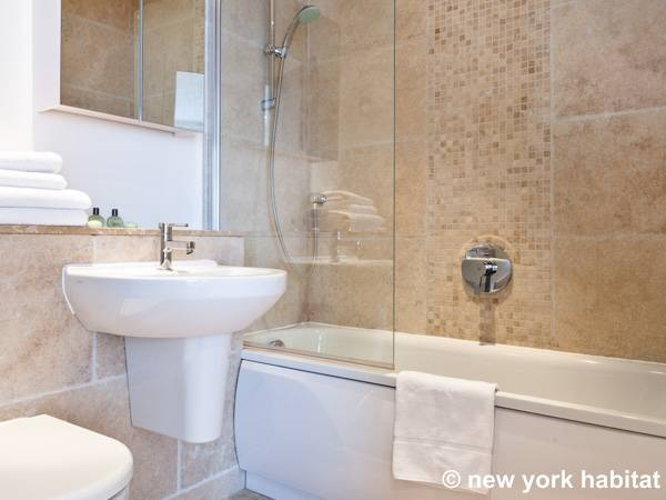 London 3 Bedroom accommodation - bathroom 1 (LN-1261) photo 2 of 2