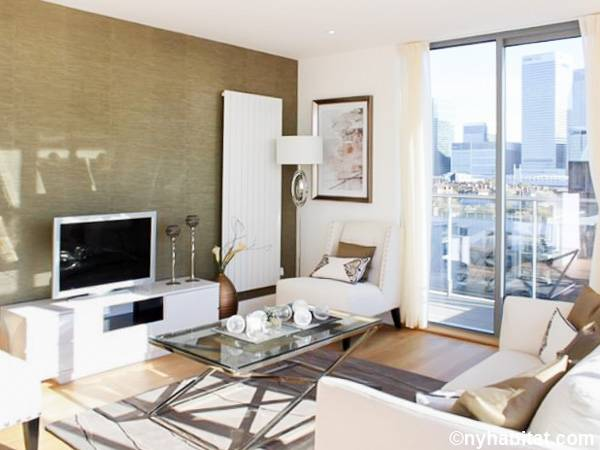 London 2 Bedroom   Duplex   Penthouse apartment   living room  LN 1596. London Apartment  2 Bedroom Duplex   Penthouse Apartment Rental in