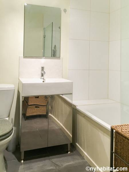 London 1 Bedroom apartment - bathroom (LN-1687) photo 1 of 2
