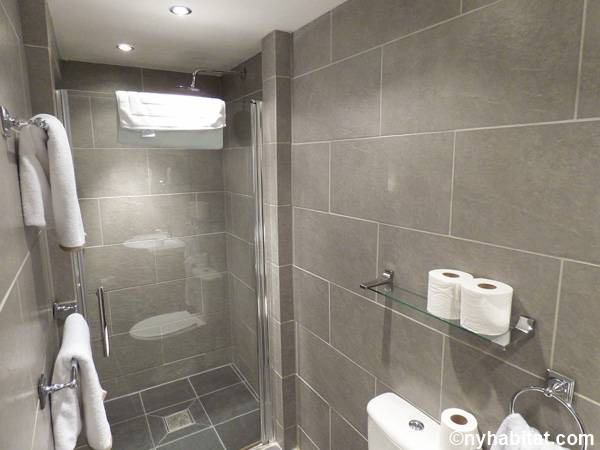 London 1 Bedroom - Townhouse apartment - bathroom (LN-1703) photo 1 of 5