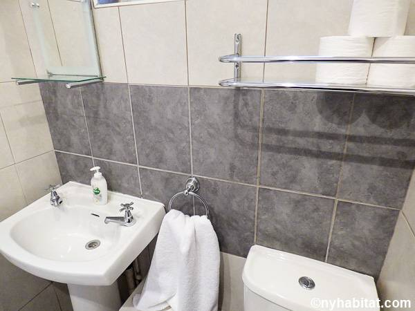 London 1 Bedroom - Townhouse apartment - bathroom (LN-1703) photo 3 of 5