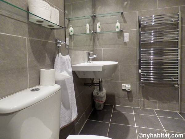 London 1 Bedroom - Townhouse apartment - bathroom (LN-1703) photo 5 of 5