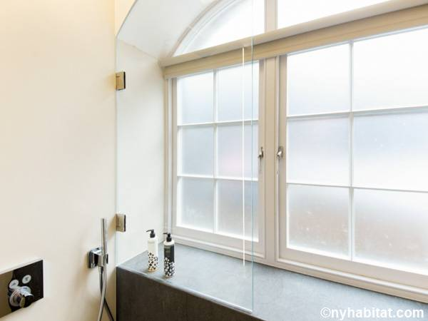 London 1 Bedroom apartment - bathroom (LN-1797) photo 2 of 2