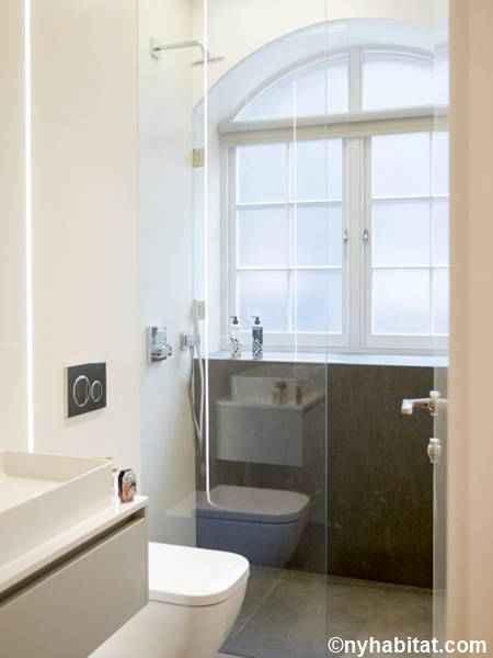 London 1 Bedroom apartment - bathroom (LN-1797) photo 1 of 2