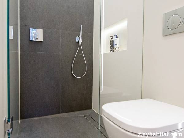 London Studio apartment - bathroom (LN-1798) photo 2 of 2