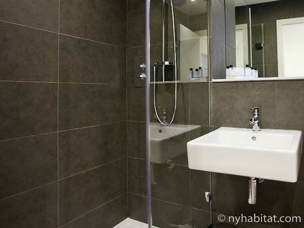 London 2 Bedroom accommodation - bathroom (LN-1880) photo 1 of 1