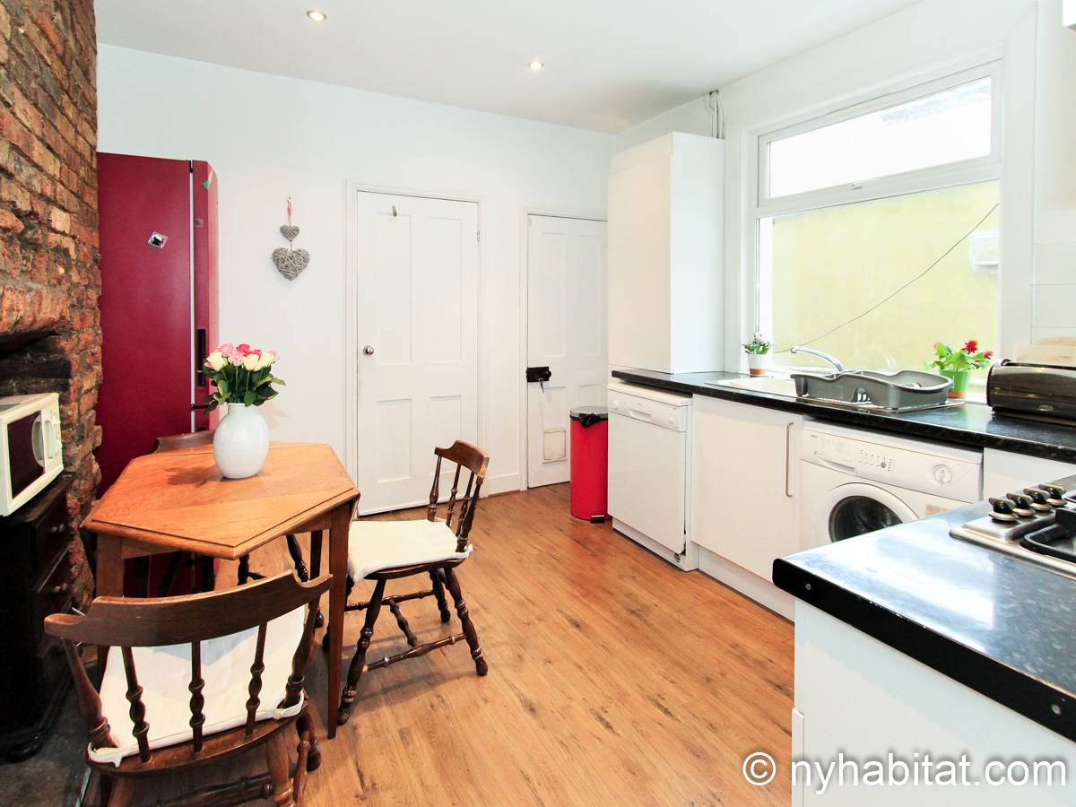 London 3 Bedroom - Duplex apartment - kitchen (LN-1951) photo 3 of 4