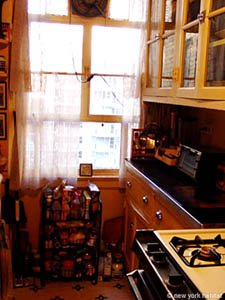 New York 3 Bedroom - Duplex roommate share apartment - kitchen (NY-11) photo 4 of 4