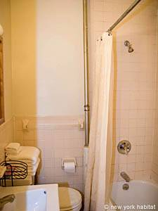 New York Studio accommodation - bathroom (NY-12377) photo 1 of 2