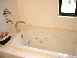 New York 3 Bedroom - Duplex accommodation - bathroom 1 (NY-12670) photo 2 of 6