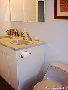 New York 3 Bedroom - Duplex accommodation - bathroom 1 (NY-12670) photo 4 of 6