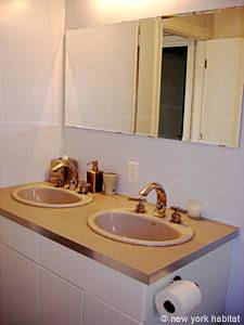 New York 3 Bedroom - Duplex accommodation - bathroom 1 (NY-12670) photo 5 of 6