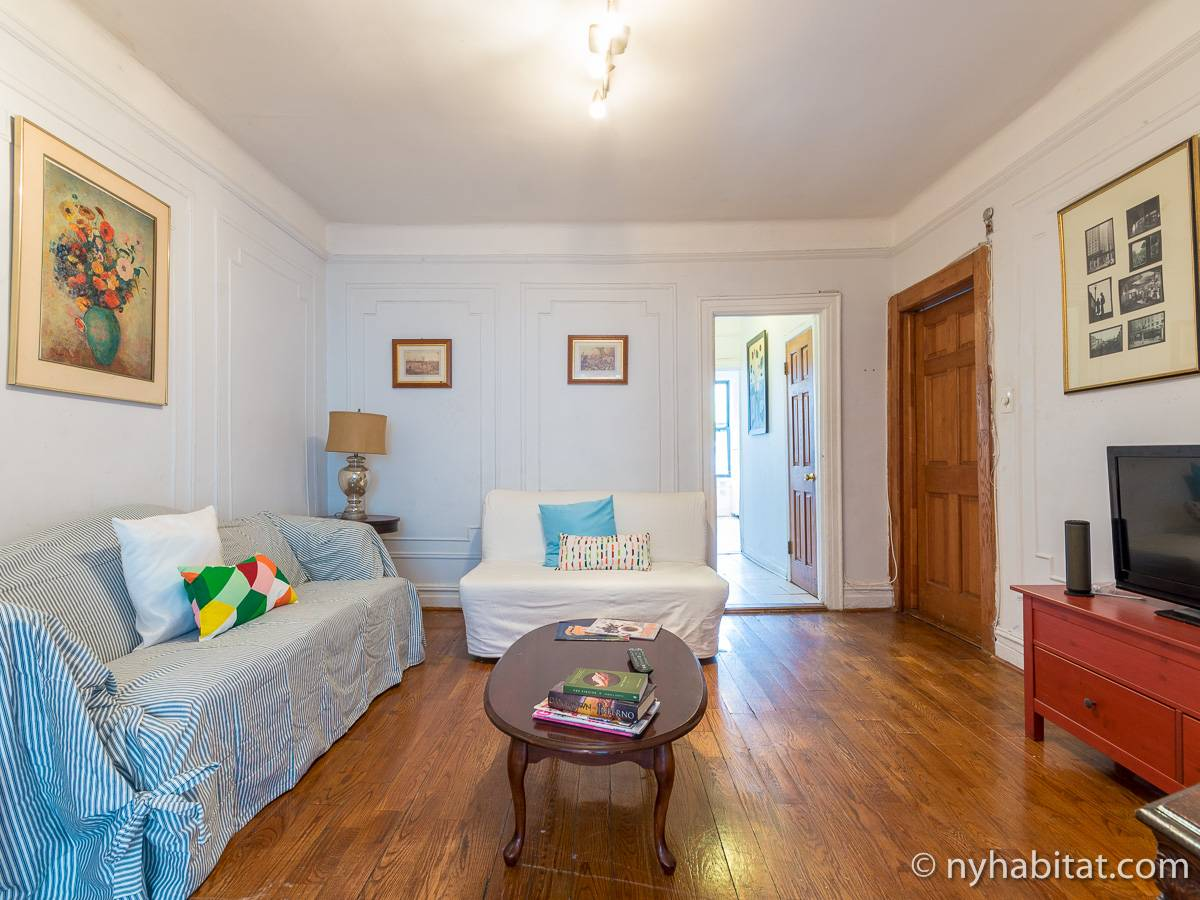 Superb ... New York 3 Bedroom Apartment   Living Room (NY 12865) Photo 2 Of ...