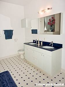 New York 2 Bedroom apartment - bathroom (NY-12975) photo 2 of 3
