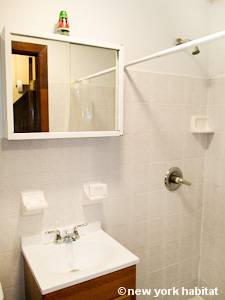 New York Studio accommodation - bathroom (NY-14102) photo 1 of 2