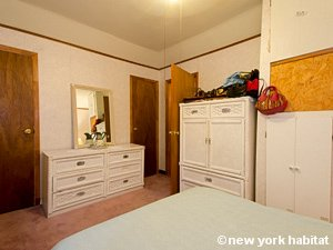 New York 3 Bedroom accommodation bed breakfast - bedroom (NY-14212) photo 4 of 5