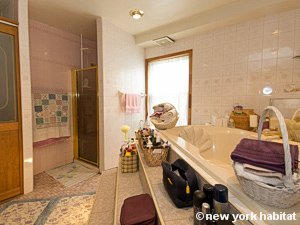 New York 3 Bedroom accommodation bed breakfast - bathroom (NY-14212) photo 1 of 4