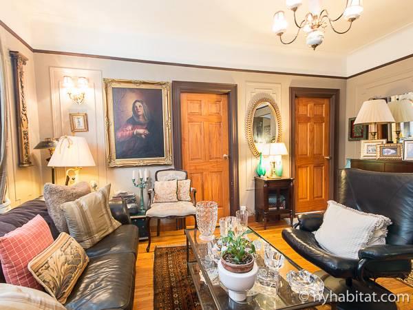 ... New York 4 Bedroom Roommate Share Apartment   Living Room (NY 14267)  Photo ...