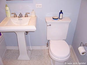 New York Studio apartment - bathroom (NY-14339) photo 2 of 3