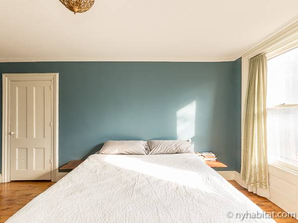 New York 3 Bedroom - Triplex accommodation - bedroom 1 (NY-14369) photo 4 of 7