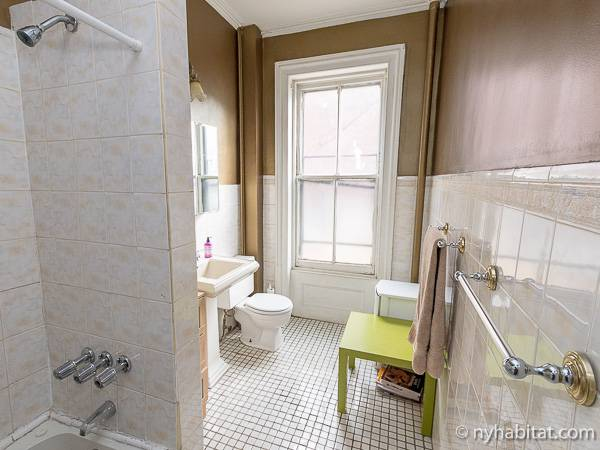 New York 3 Bedroom - Triplex accommodation - bathroom 2 (NY-14369) photo 1 of 2