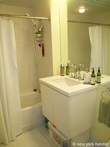 New York Studio apartment - bathroom (NY-14374) photo 2 of 3