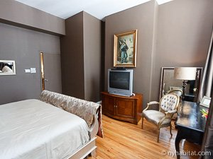 New York 2 Bedroom - Duplex accommodation - bedroom 1 (NY-14402) photo 5 of 5