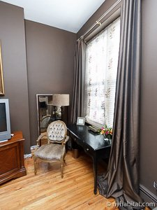 New York 2 Bedroom - Duplex accommodation - bedroom 1 (NY-14402) photo 4 of 5